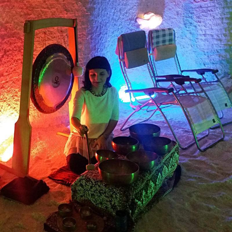 Gramis Ewa Bruss Kwiatkowska misy gongi w grocie Galos